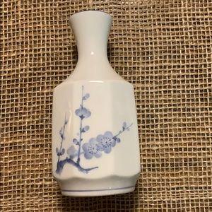 Delta Airlines  Japan Vase